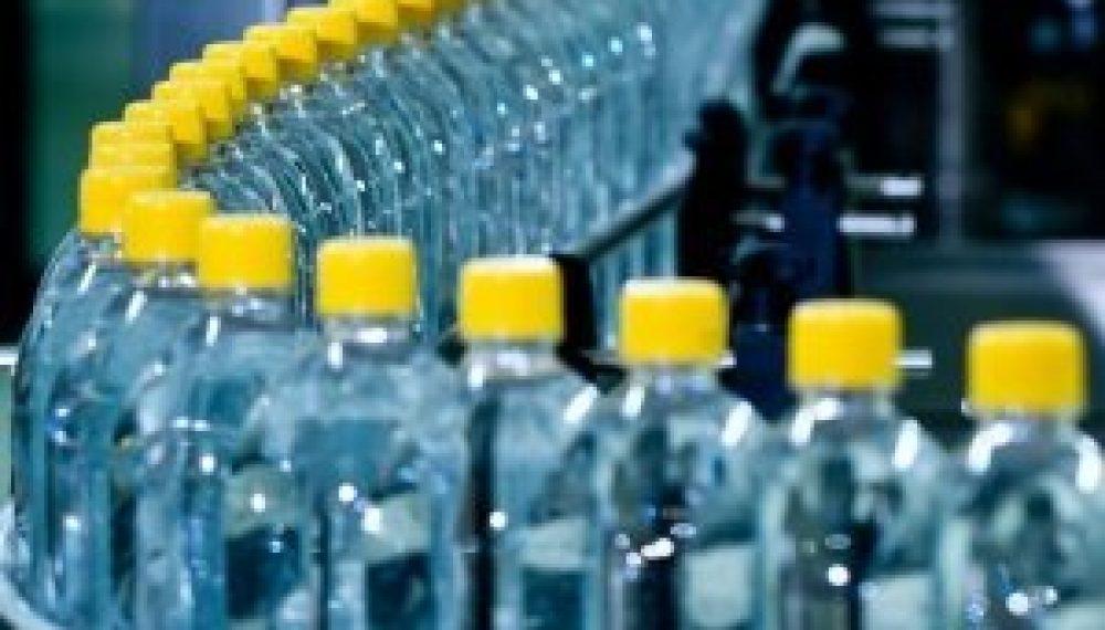cómo se fabrica una botella de plástico pet
